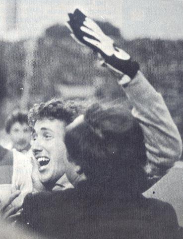 Tancredi, protagonista della finale, abbracciato da Alicicco